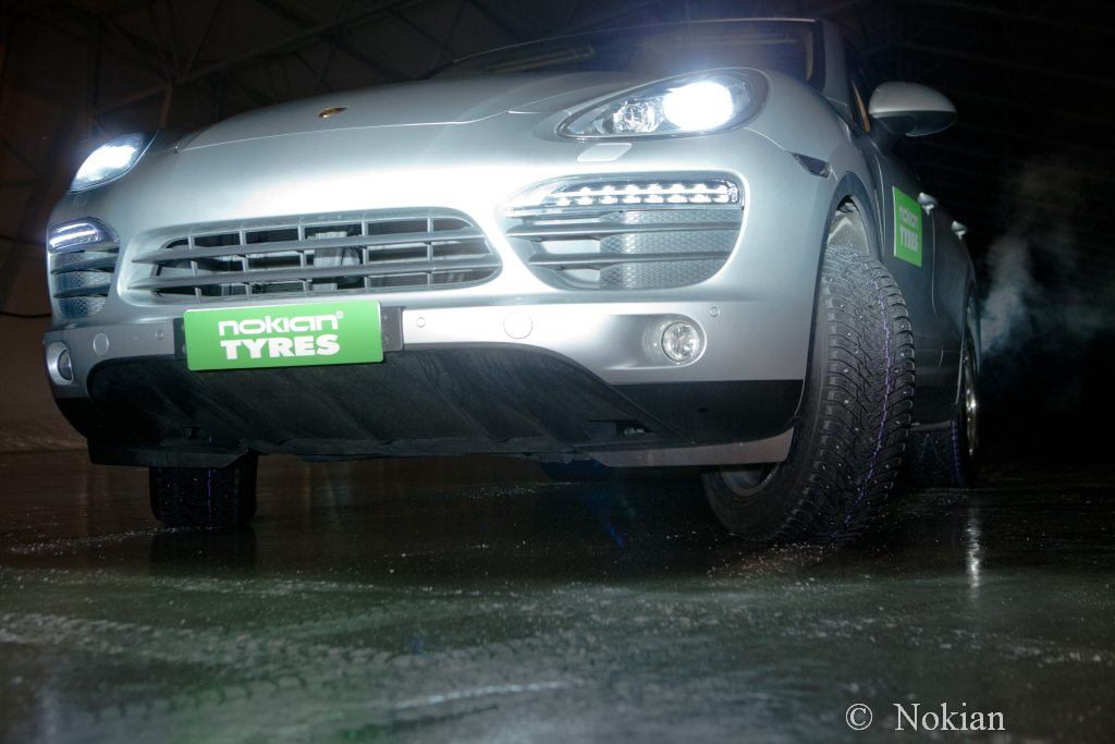 Nokian, Winterreifen, spikes, ausfahrbare Spikes, video, winter, Nicht spike Winterreifen,